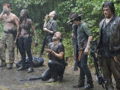 'The Walking Dead' interrompe gravações após dublê ficar gravemente ferido. - globo.com