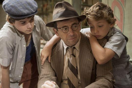 Una scena del film 'Un sacchetto di biglie': il padre deve comunicare ai ragazzi della fuga verso Sud.