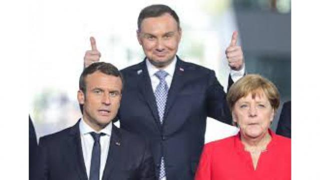Angela Merkel coraz częściej w tym jednym kolorze. Zgadnij co jej chodzi po głowie! (fot. mpolska24.pl)