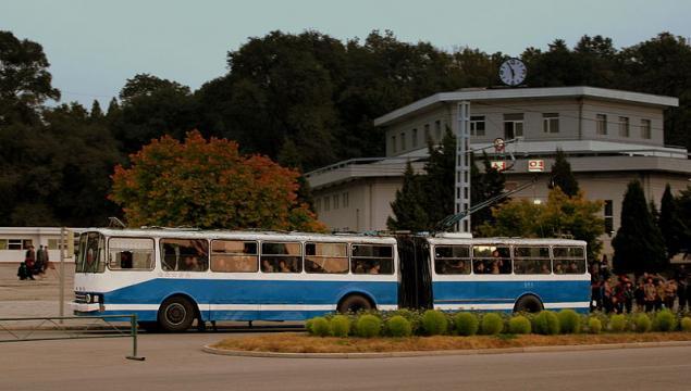 Pyongyang city trolley bus (Image credit – Calflier001, Wikimedia Commons)