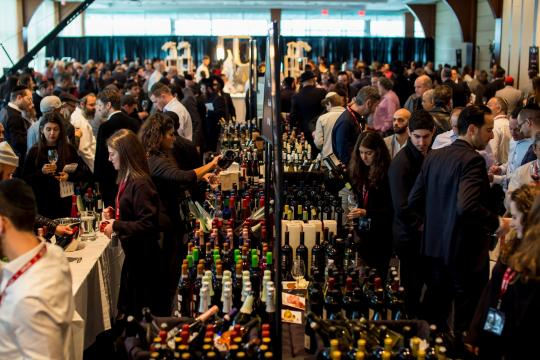 Crowd from KFWE 2017 (Images used with permission from Royal Wine/Kedem)