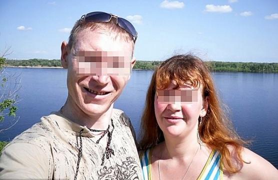 Este casal russo está sendo julgado por estuprar a própria filha (Crédito: V1/East2West News)