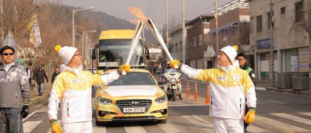 Intanto prosegue la marcia della Torcia Olimpica