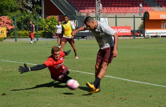 Diego Souza e Dorival conversam em treino do São Paulo (Foto: Érico Leonan / saopaulofc.net)