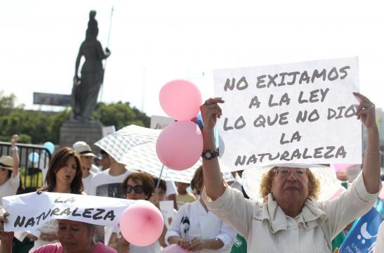 En Guadalajara, México, miles de personas protestaron contra el matrimonio entre personas del mismo sexo.