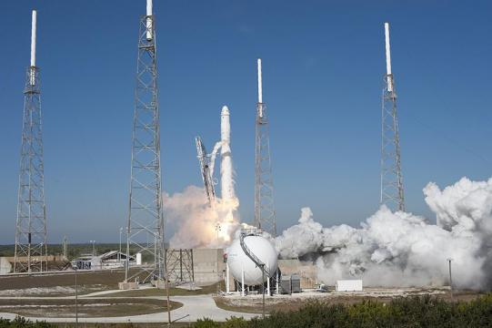 SpaceX's Falcon 9 rocket and Dragon spacecraft lift off (Image credit - Tony Gray and Kevin O'Connell, Wikimedia Commons)