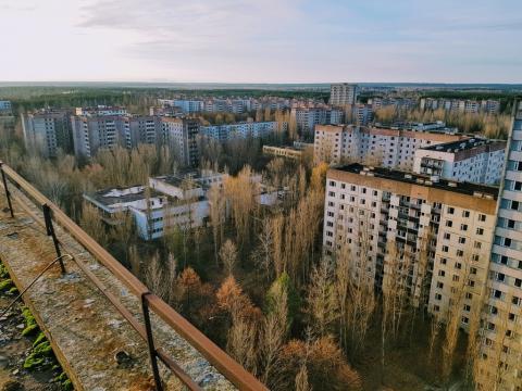 Um grande bairro, totalmente abandonado (imagem retirada do Google)