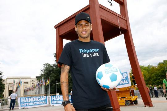En images, Neymar devient ambassadeur de Handicap International - parismatch.com