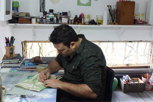 Andrés Paredes, el diseñador gráfico de 39 años, nacido en Apóstoles, Misiones, Argentina.