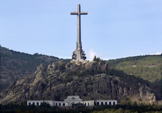 Valle de los Caídos: El Congreso respalda exhumar a Franco