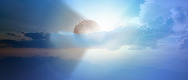 Aspecto de un eclipse de sol parcial. Public Domain.