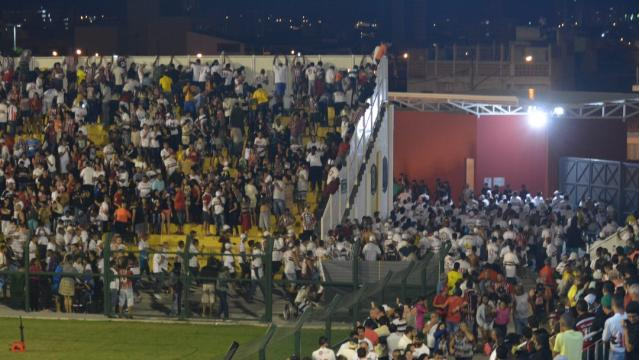 Confusão na torcida São Paulo x Rondonópolis na Copinha 2016 (Reprodução TV)