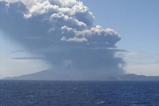 Ilha foi evacuada após forte erupção de vulcão