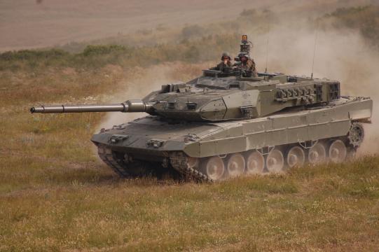 Los carros Leopardo seguiran siendo el príncipal elemento acorazado de la fuerza