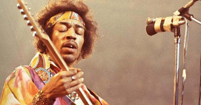 Jimi Hendrix in uno dei suoi concerti