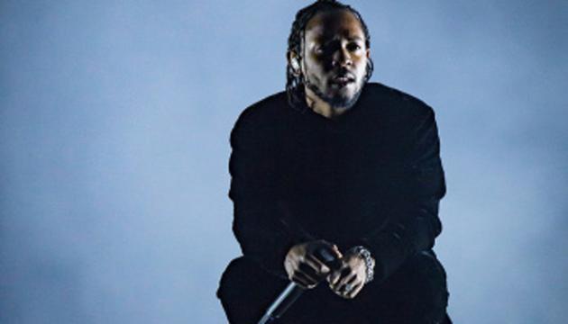 Le magnat du hip-hop Kendrick Lamar, sur scène au Coachella Festival 2017 / source : https://rollingout.com