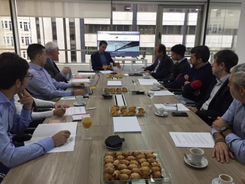 José Iván García expone a los periodistas el inicio de la escuela de formación de KAU Markets