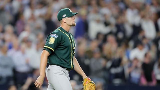Los Athletics no pudieron completar el plan de tener puros relevistas lanzando en el juego de Wild Card. MLB.com.