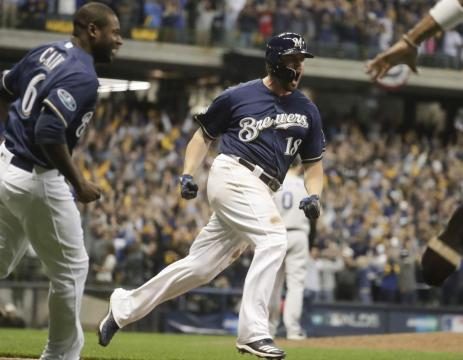 Mike Moustakas dio el hit de la victoria. - mlb.com.