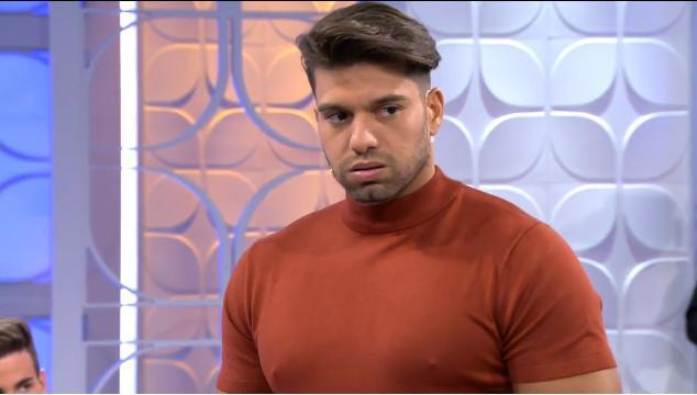 Moha le confiesa a sus pretendientas que rompió las reglas del programa con Anastasia