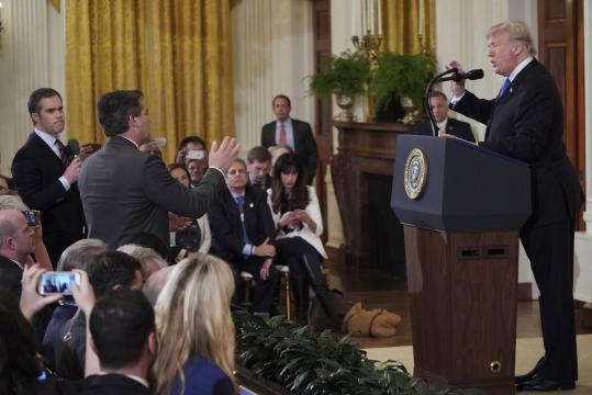 Jim Acosta, le journaliste de CNN, va de nouveau être accrédité à ... - rtl.fr
