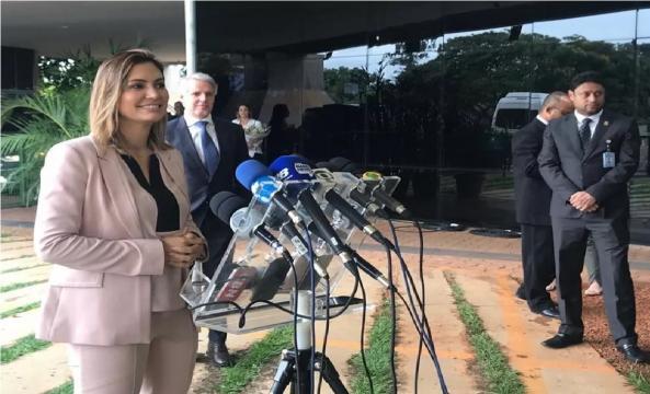 A futura primeira-dama em coletiva à imprensa (Foto: Guilherme Mazui/G1)