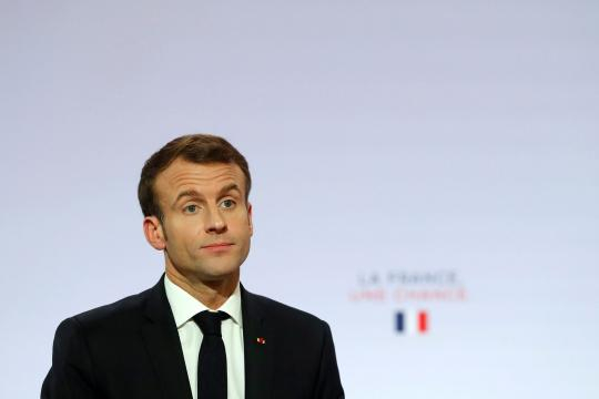 Macron en mode séduction devant des maires inquiets - parismatch.com