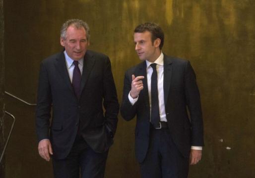 Prix des carburants : Bayrou met Macron en garde