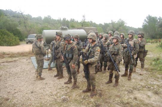 Las tropas forman antes de iniciarse la jornada y recibir a los informadores