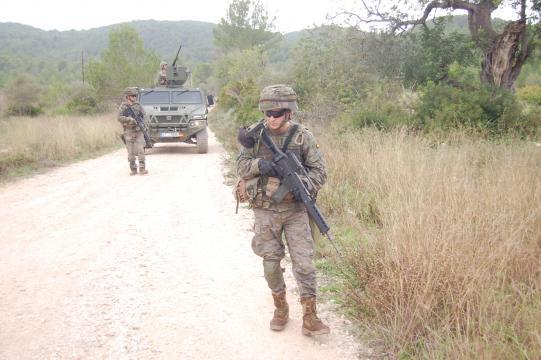 Momento de uno de los ejercicios de patrulla y detección de IED