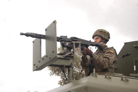 Alerta con la ametralladora presto a repeler cualquier agresión