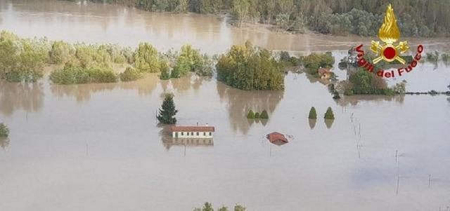 Il fiume Piave in piena, ripreso da un elicottero dei Vigili del Fuoco - Fonte Vigili del Fuoco.