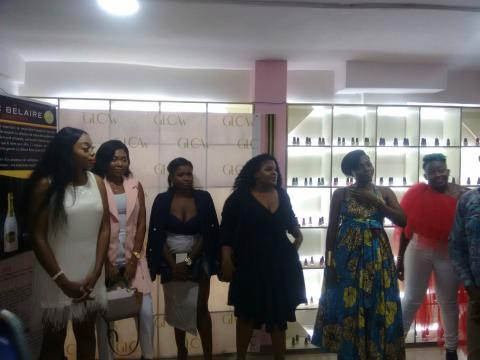 Laetitia Yota entourée de son équipe de maquilleueses professionnelles (c) Odile Pahai