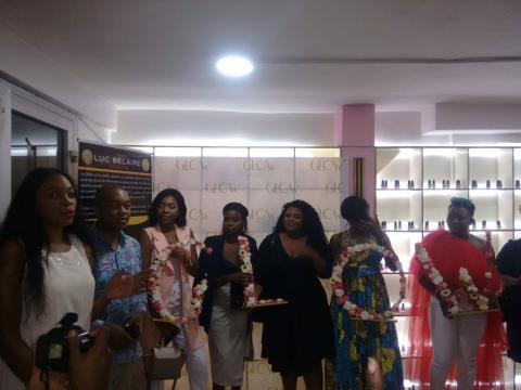 Laetitia Yota et son équipe de maquilleuses professionnelles (c) Odile Pahai