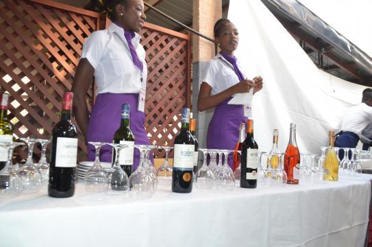 Dégustation de vin à la cave du chef (c) Mathieu Youbi