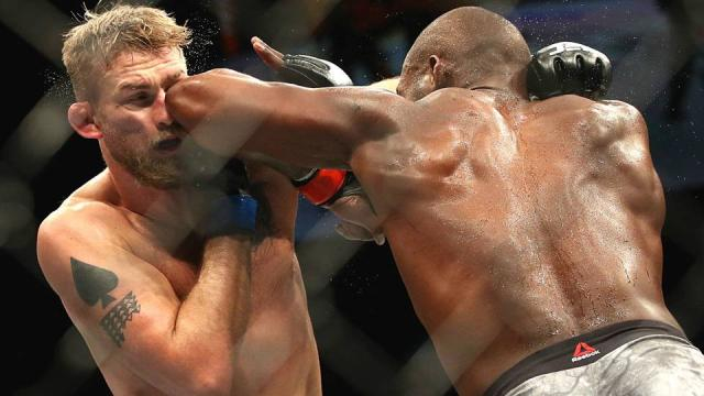 Jones y su striking innovador más la distancia fueron la clave contra Gustafsson. www.sportingnews.com