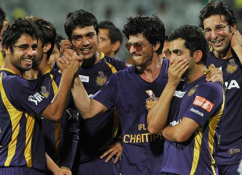 Shahrukh Khan celebrates with the Kolkata Knight Riders team ... - espncricinfo.com