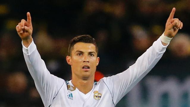 Soccer : l'attaquant du Real Madrid Cristiano Ronaldo reçoit le 5e ... - rds.ca