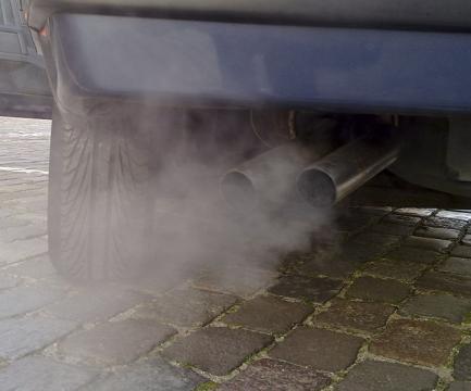 Automobile exhaust gas. - [Image credit – Ruben de Rijcke, Wikimedia Commons]