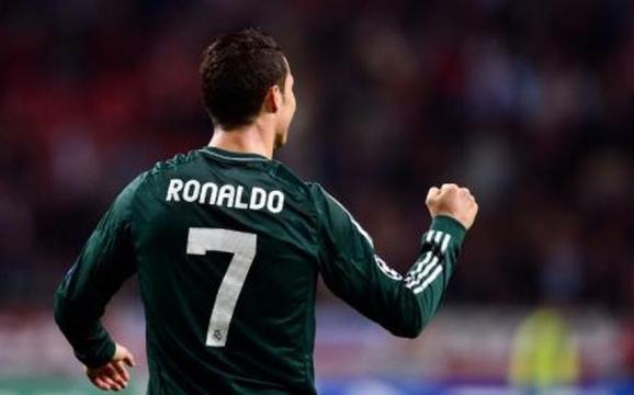 Transfert : Cristiano Ronaldo entre le PSG et Manchester United ? - rtl.fr