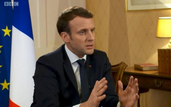 Pays de merde» : «Bien sûr», Emmanuel Macron condamne les propos ... - leparisien.fr