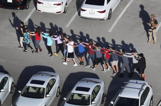 Usa, spari in una scuola in Florida: l'evacuazione degli studenti