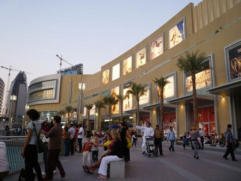 View outside a mall in Dubai (Image credit – Paul Wilhelm, Wikimedia Commons)