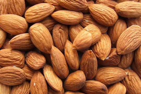 Shelled almonds on display (Image credit – Luigi Chiesa, Wikimedia Commons)