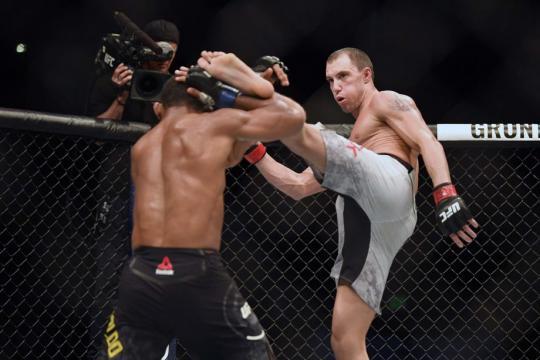 James Vick aplacó a Trinaldo con patadas a la cabeza. MMA Junkie.com.