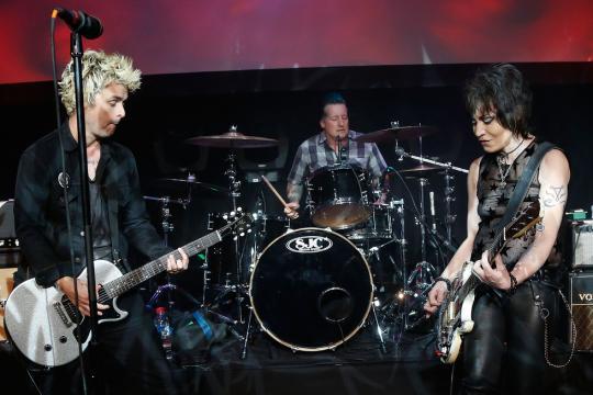 Green Day con trucco di scena (Foto - tribecafilm.com)