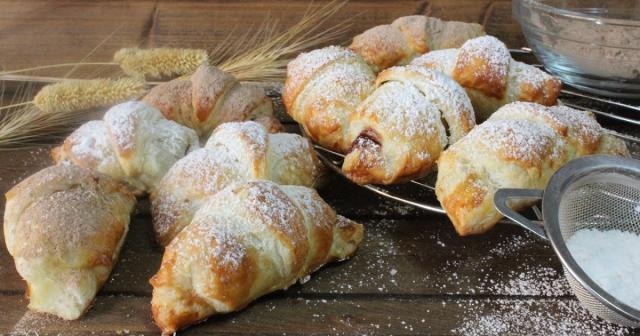 JULIA Y SUS RECETAS: Mini croissants rellenos de Kinder chocolate ... - juliaysusrecetas.com
