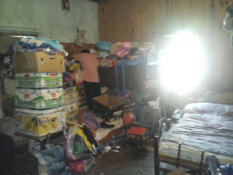 Las habitaciones anegadas con colchones y camas inapropiadas