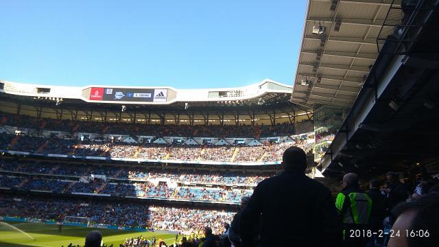 Alineación del Deportivo Alavés visualizada en las pantallas del estadio