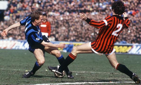 Contrasto tra Rummenigge e Franco Baresi, Inter-Milan 2-2 del 17 marzo 1985